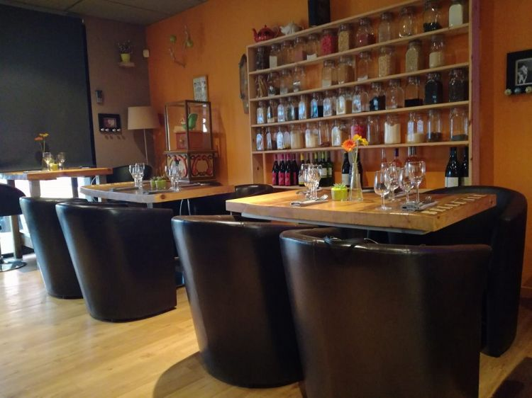L-Inattendu-La-Richardais-tables-dressees
