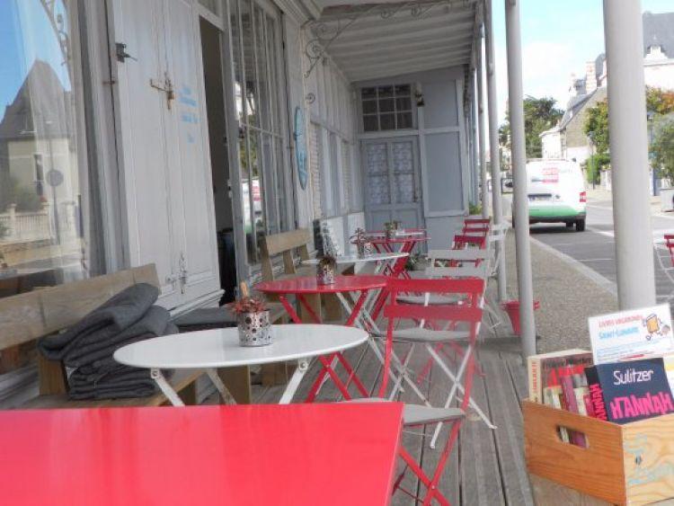 Le P'tit St-Lu Saint-Lunaire tables et livres