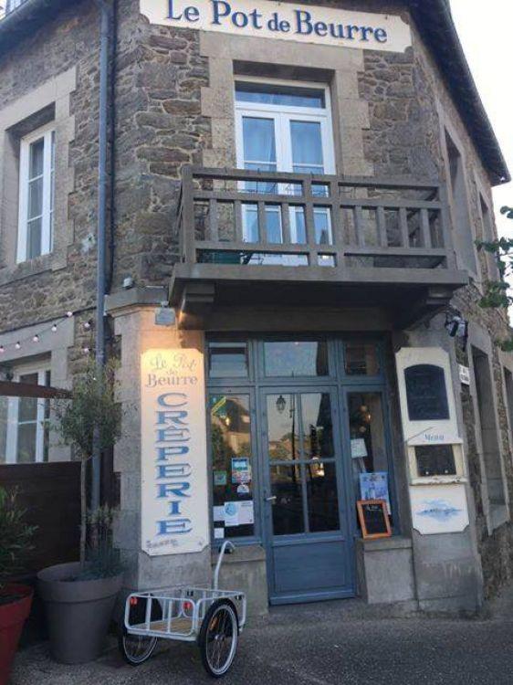 Le-Pot-de-Beurre-Saint-Lunaire-facade-brouette