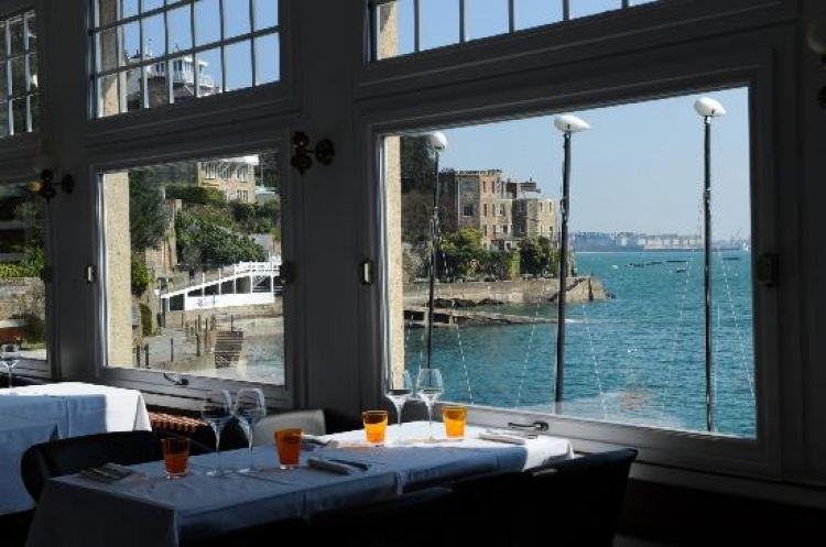 Le-Yacht-Dinard-vue-bateaux